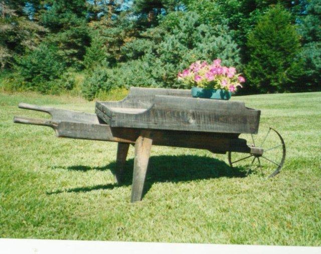 ξύλινα καρότσια κήπου2