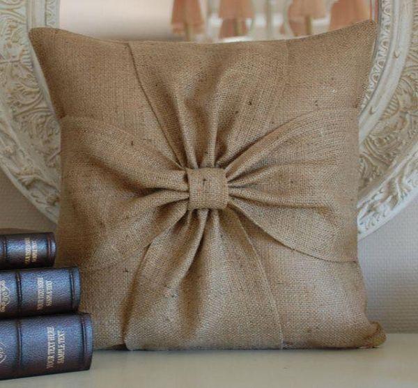 μαξιλάρια από λινάτσα και δαντέλα10