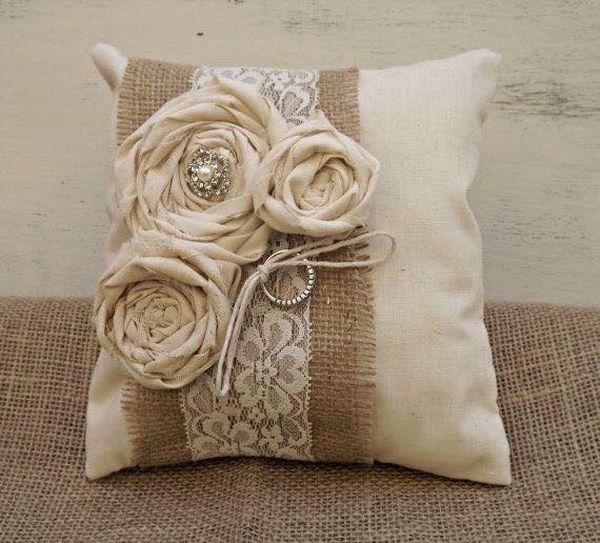 μαξιλάρια από λινάτσα και δαντέλα6