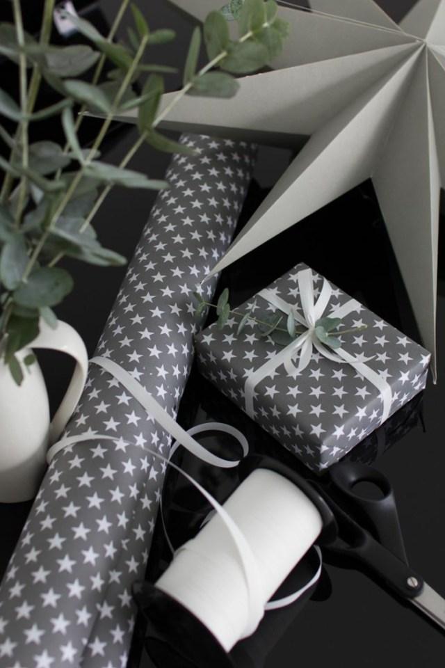 χριστουγεννιάτικη διακόσμηση σε άσπρο - μαύρο16