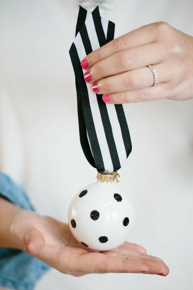 χριστουγεννιάτικη διακόσμηση σε άσπρο - μαύρο24
