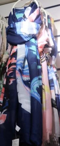 красивый шарф из вискозы
