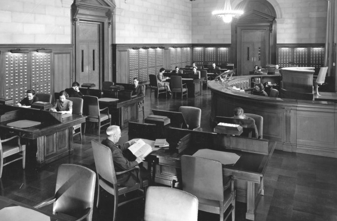 64-NA-205 Central Search Room with Visitors, April 5, 1938 - cropped