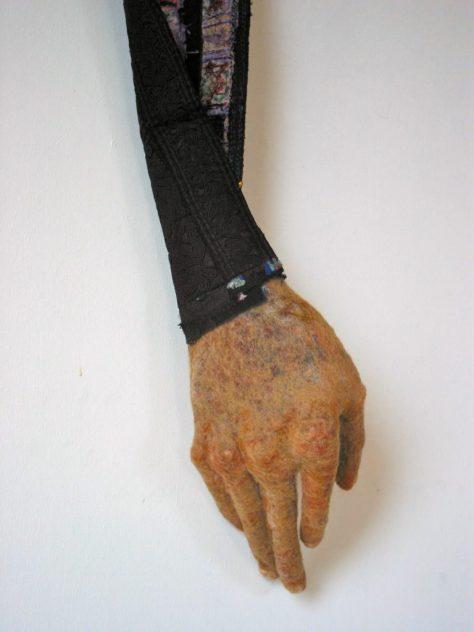 hand-met-chin-stof-2