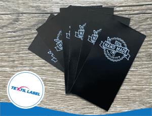Textiletiketten in Schwarz mit weißem Druck, Handmade Exclusive