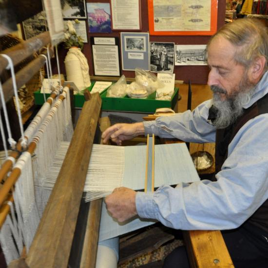 Glencoe Christmas 2010-Bob McKean Demonstrate Loom-Volunteer