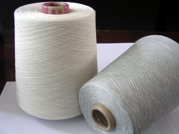 Carded hosiery yarns