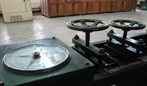 Horizontal tensile strength testing machine