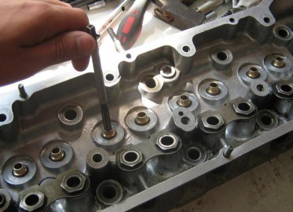 Замена направляющей втулки клапана: конструкция механизма