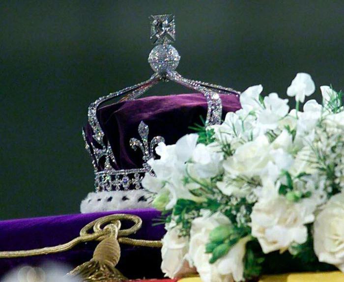 15 бриллиантов британской королевы Елизаветы, которые вы обязательно должны увидеть!