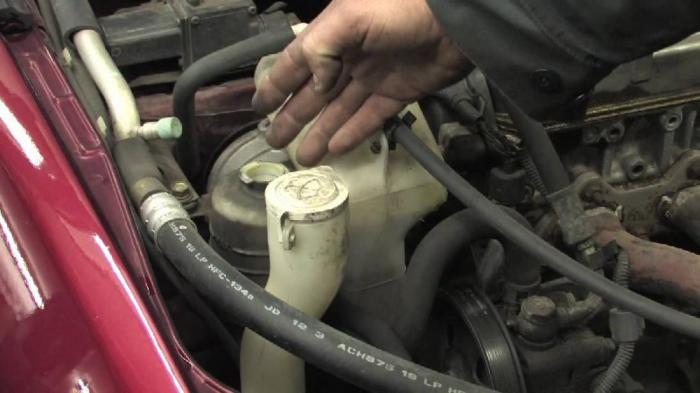 Нужно ли менять жидкость в гидроусилителе руля?