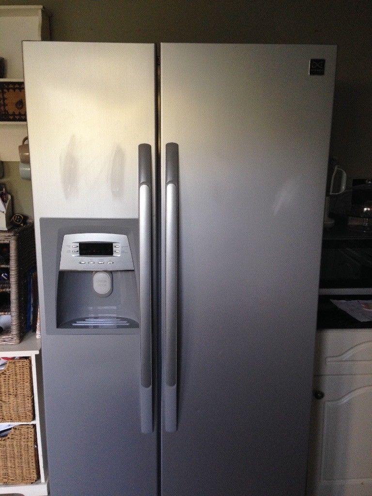 Двухдверный холодильник с генератором льда