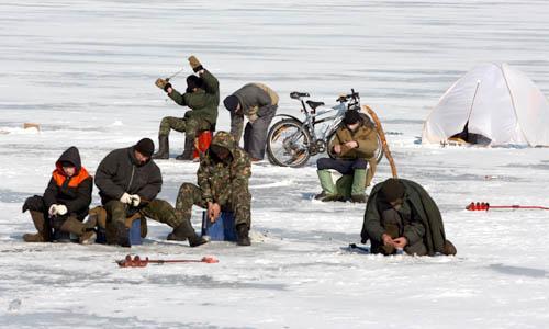 Зимняя рыбалка на Никольском рукаве.