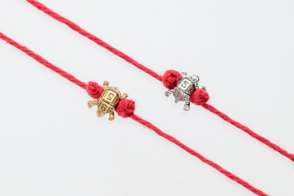 браслет с красной нитью