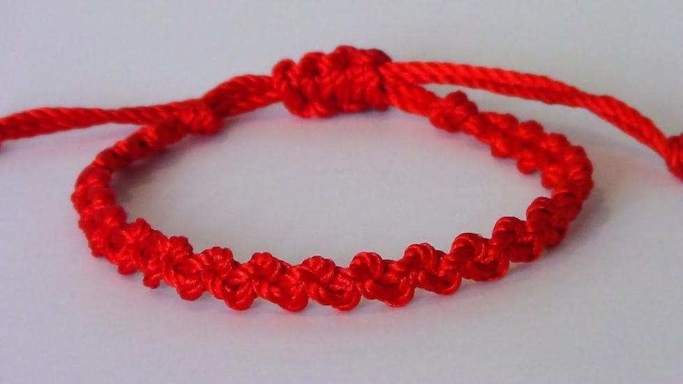как сделать браслет из красной нити