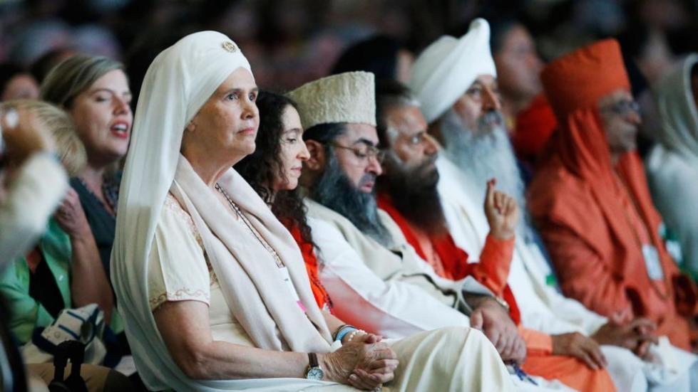 Сидящие представители религий