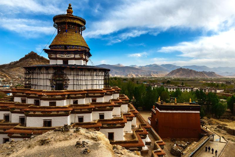 Монах тибетских монастырей