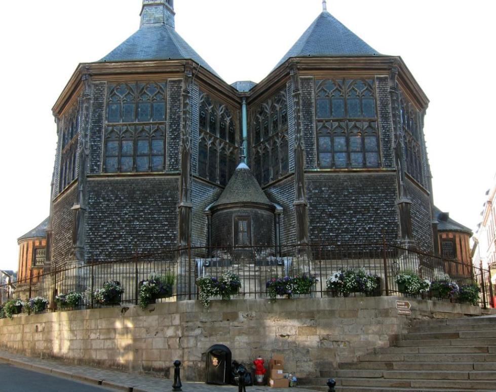 Город и порт на севере Франции