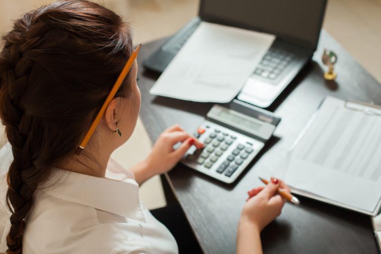 Расчет среднего заработка при увольнении декретницы