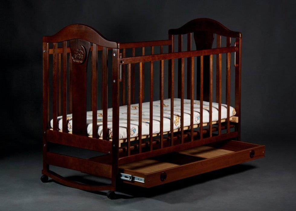 Кровать-маятник с нижними ящиками