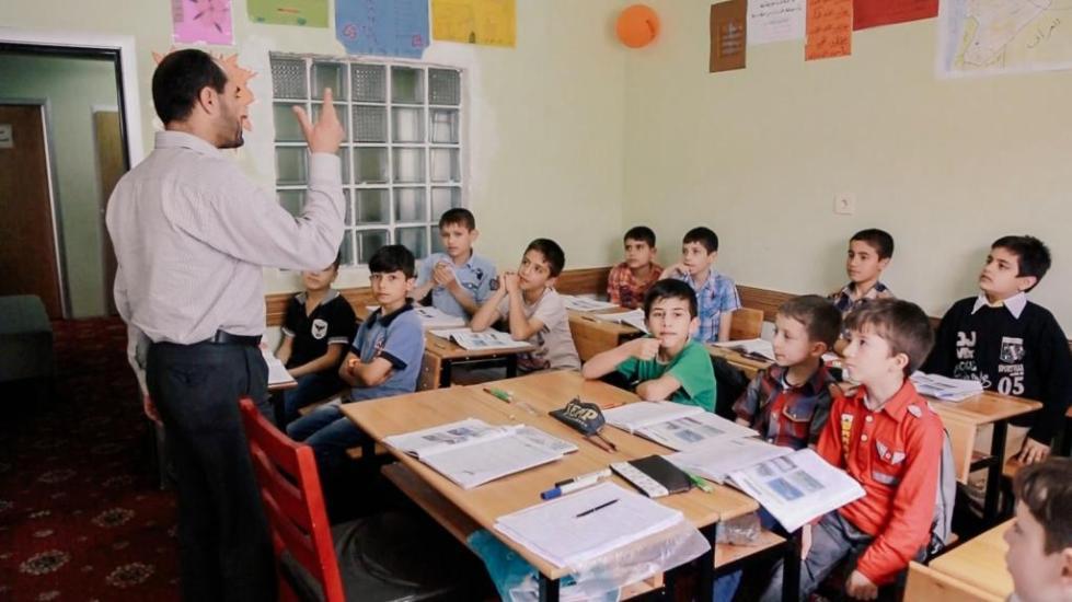 учитель ведет урок