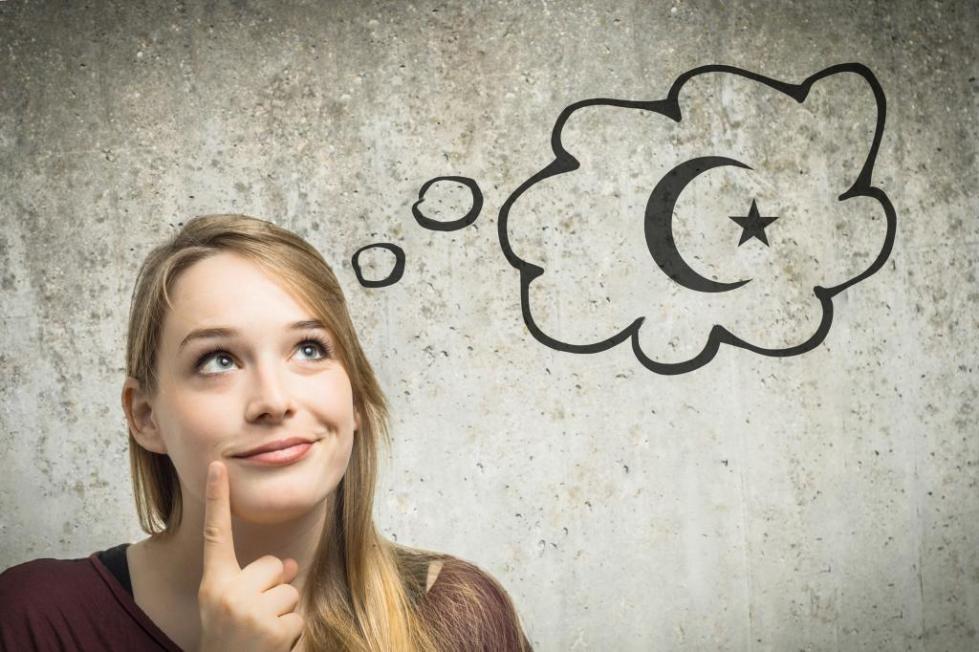 девушка мечтает об учебе в Турции