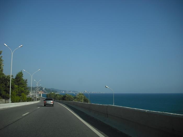 дорога вдоль моря