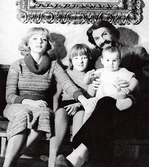 Черно-белое семейное фото