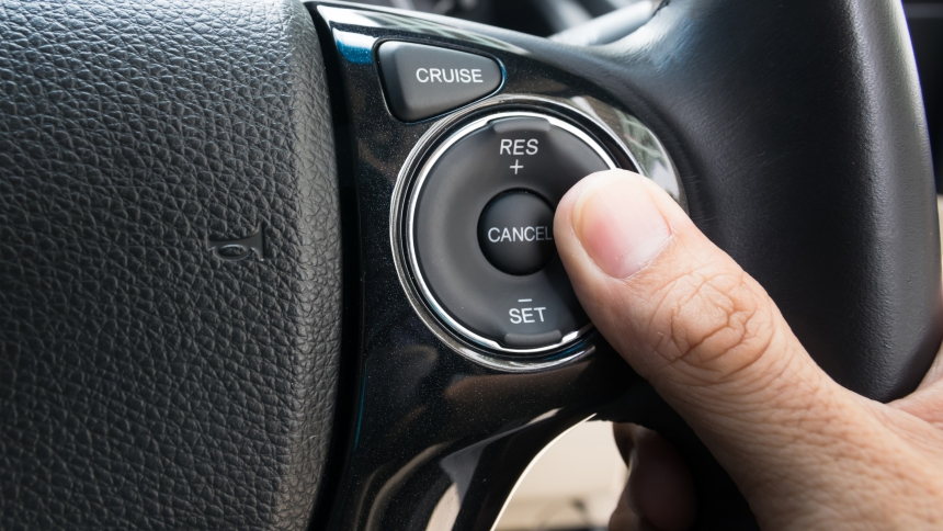 Кнопка системы круиз-контроля