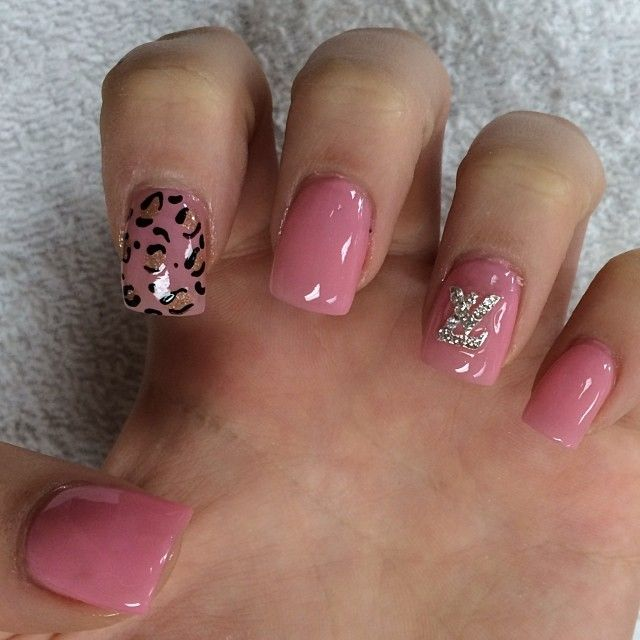 ярко пудровые ногти