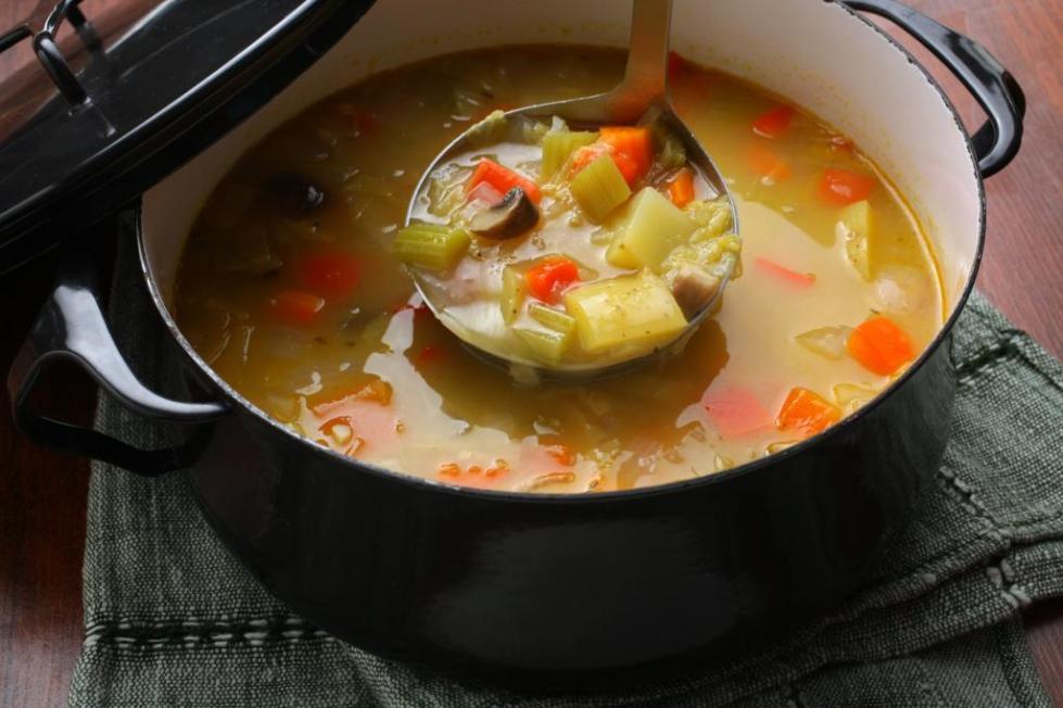 суп вегетарианский с сельдереем и грибами