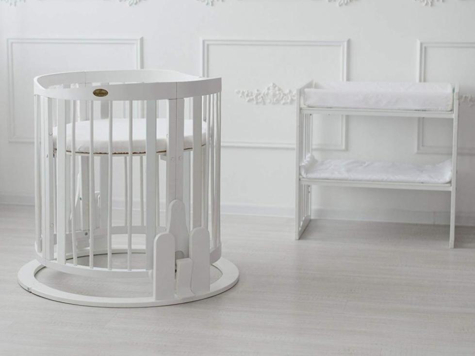 Столик и детская кровать