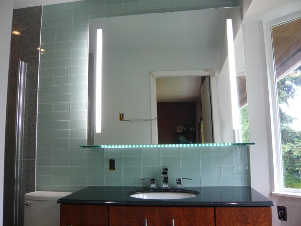 Зеркало с внутренней подсветкой в ванную комнату