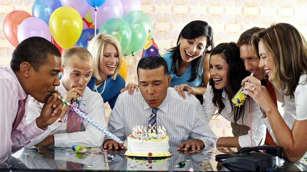 Вечеринка ко дню рождения с сослуживцами.