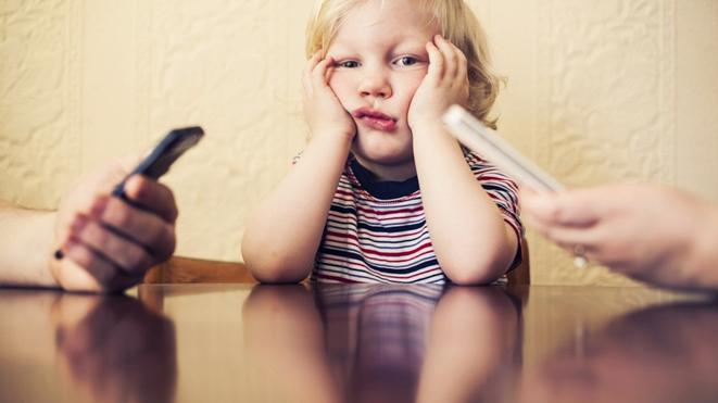 Ребенок, уставший от невнимания