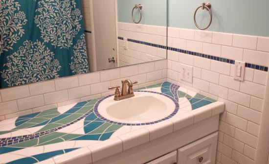 столешница в ванной из мозаики