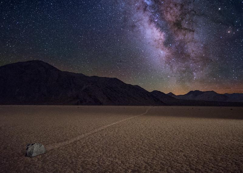 камни долины смерти ночью