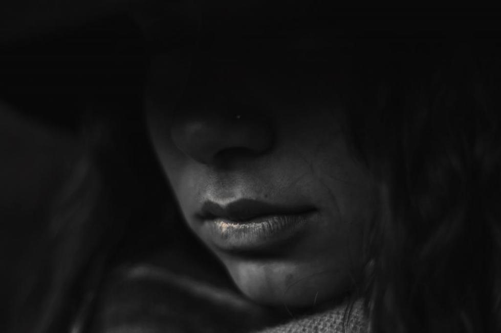 женщина в печали