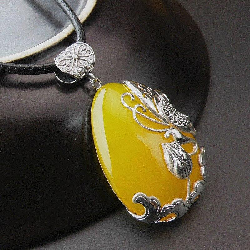 украшение желтый камень