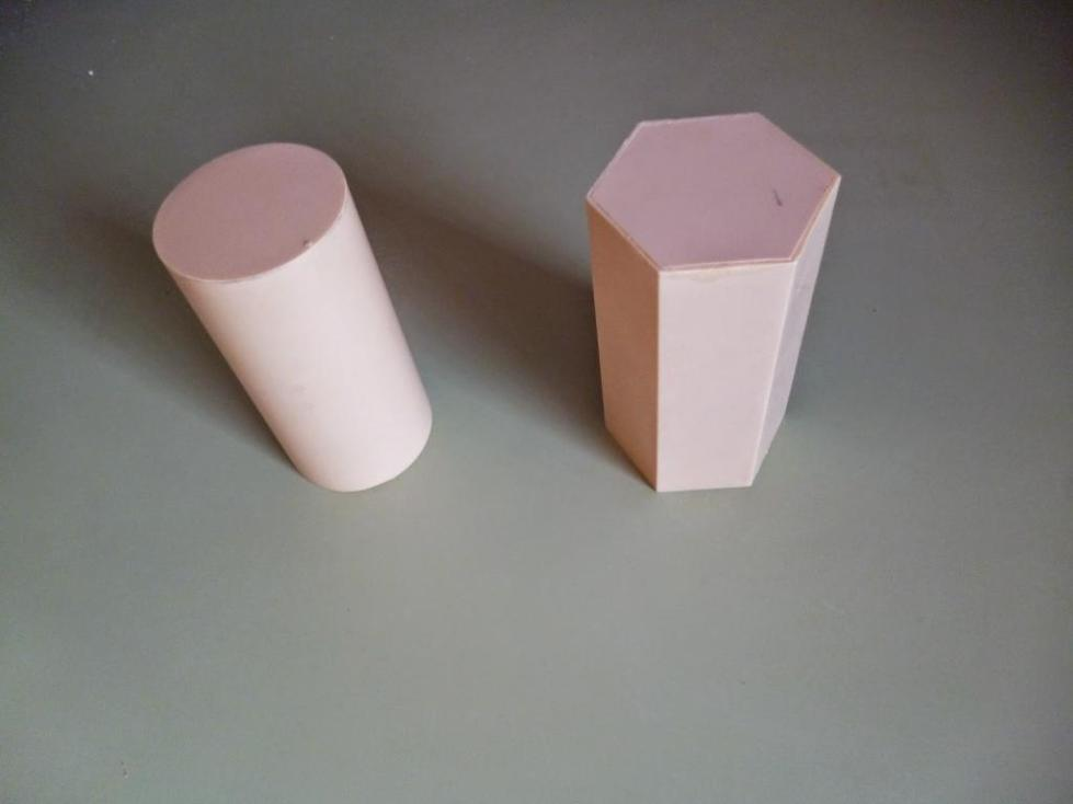 Шестиугольная призма и цилиндр