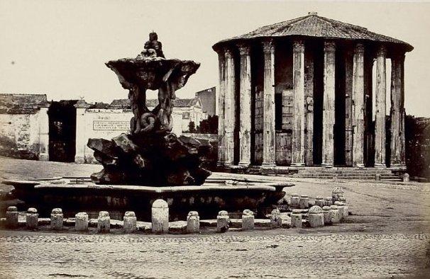 Фонтан и храм Весты