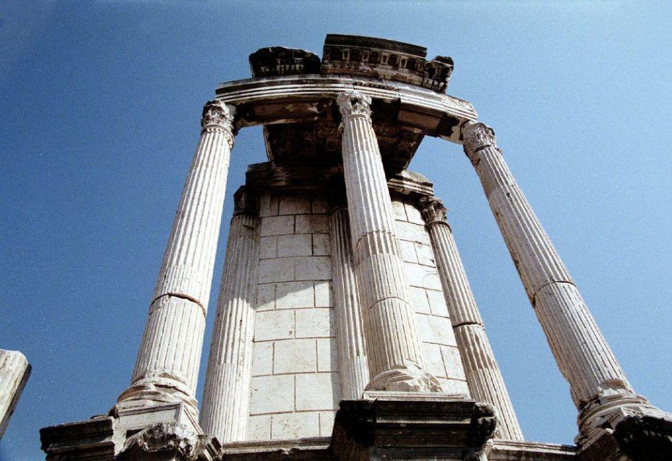 Руины храма Весты