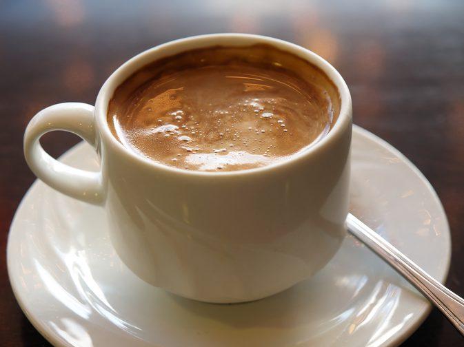 Заварной кофе с молоком