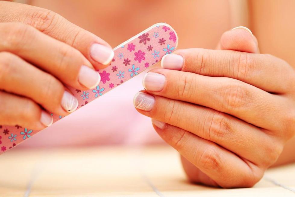 внешние причины ломкости ногтей