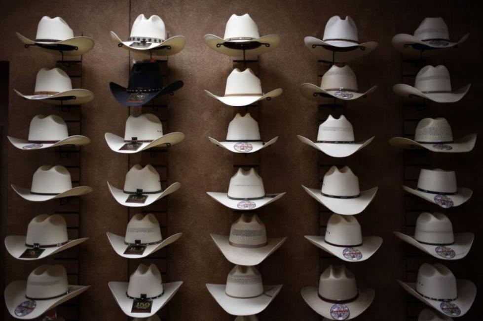 Много ковбойских шляп