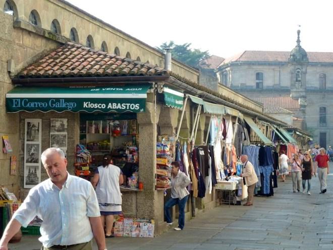 Bei den Markthallen in Santiago de Compostela