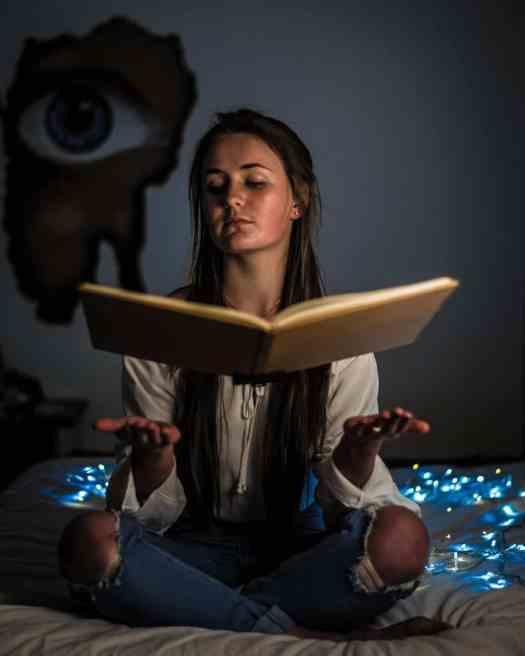 Ein Lektorat hat wenig mit Zauberei zu tun. Eher ist es Knochenarbeit und erfordert Fingerspitzengefühl.