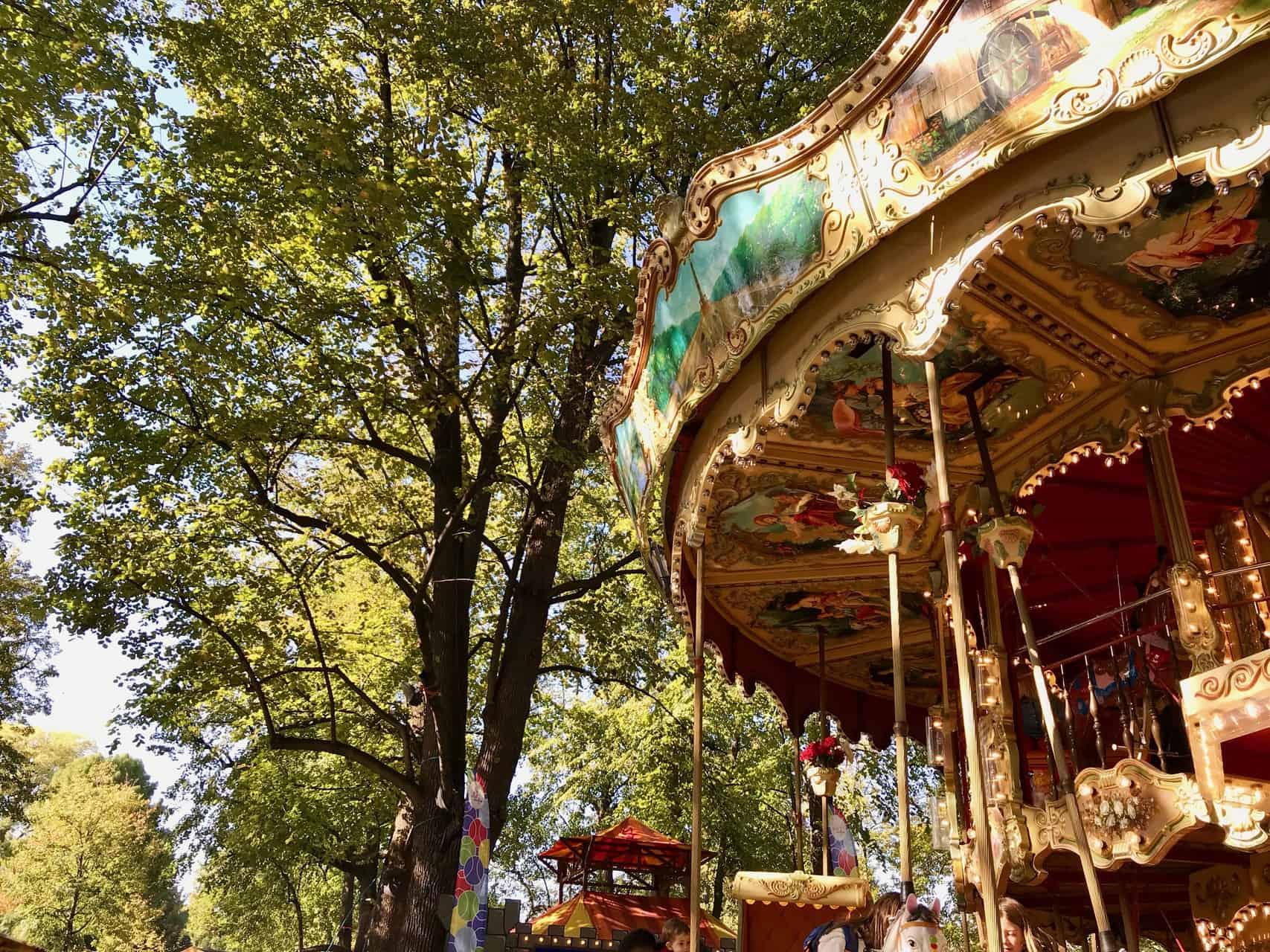 Nostalgie pur: Das zweistöckige Karussell auf dem Petersplatz (Bild: M. Schäfer, Textrakt)