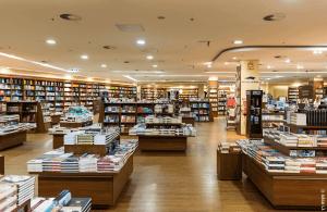 חנות ספרים מתוך רשימת 450 ספרים בארץ - טקסט רץ הוצאה לאור