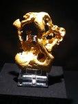 Gold in fließender Form
